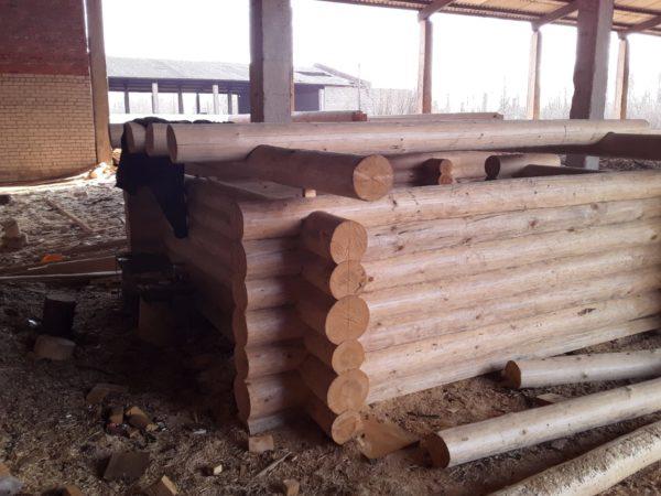 Строительная площадка в Велиже: сборка срубов домов и бань