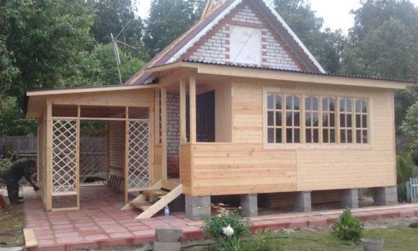 Пример срубового дома с внешней и внутрнней отделкой
